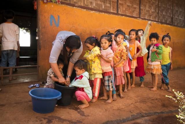 Clara.Go- Children of Nursery Cleaning hands